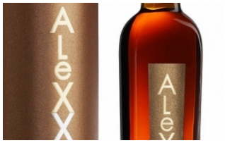 Фотосессия обновленных бутылок коньяка «АleXX»